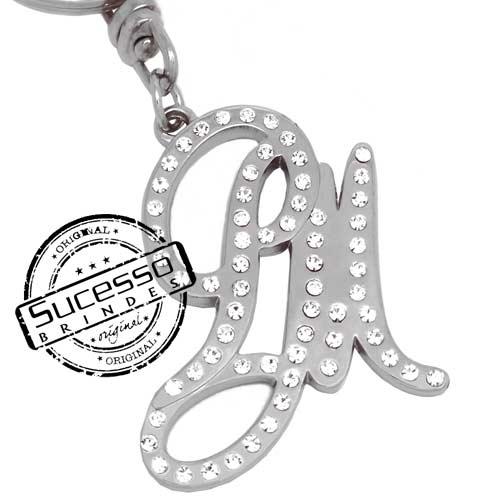 Chaveiro em metal com relevo personalizado letra com strass