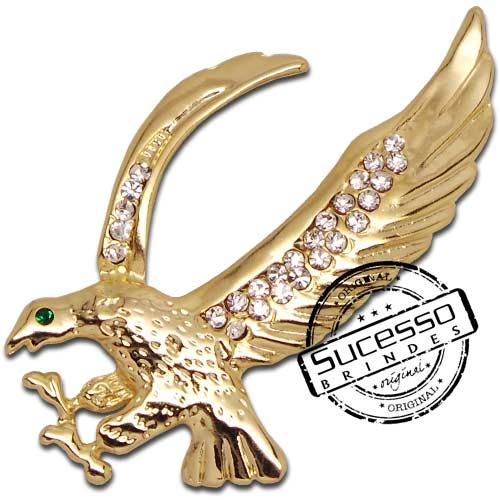 Pin em metal personalizado, com trava borboleta e gravação em relevo e pedra de strass, águia