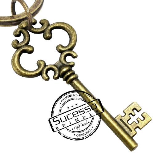 Chaveiro em Metal Envelhecido com logo em relevo chave