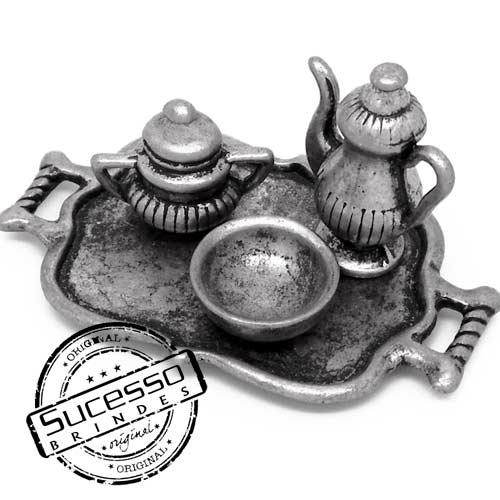 Miniatura ou réplica em metal personalizada no formato de seu produto bandeja, xícara, bule e prato restaurante