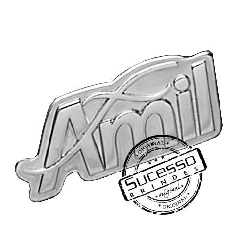 Pin em metal personalizado com trava borboleta e gravação em relevos Amil