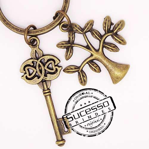 Chaveiro em Metal Envelhecido com logo em relevo chave e árvore