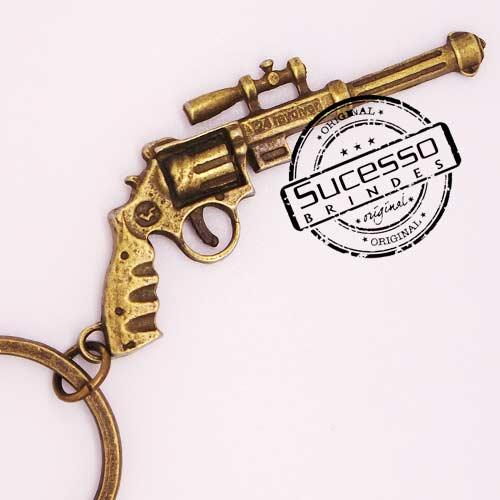 Chaveiro em Metal Envelhecido com logo em relevo arma revolver antigo