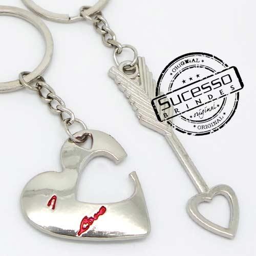 Chaveiro 3d réplica em metal namorados coração com flecha
