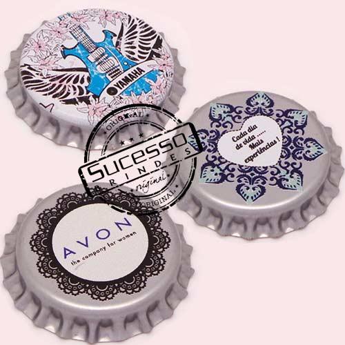 Pin em metal no formato de tampa de garrafa personalizado, tampinha, refrigerante, abridor de garrafa, coração, rock, música, musical, Avon