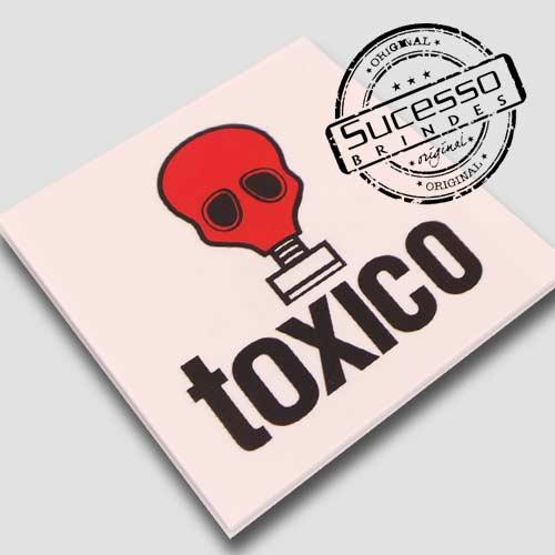 Placas de sinalização em pvc ou acrílico tóxico
