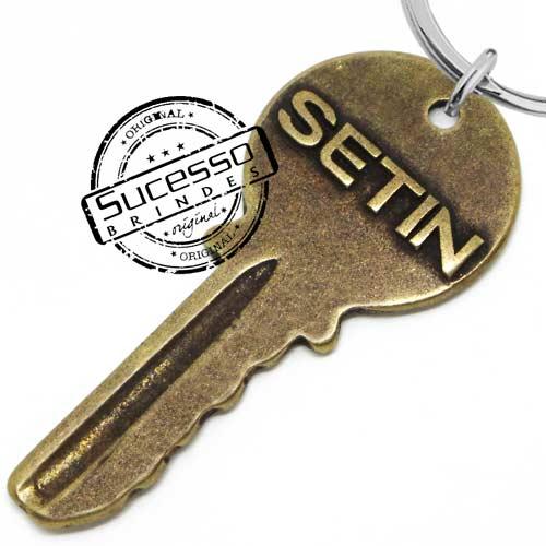 chaveiro em metal envelhecido, chaveiro rústico, chaveiro com relevo, chaveiro antigo, chave, porta