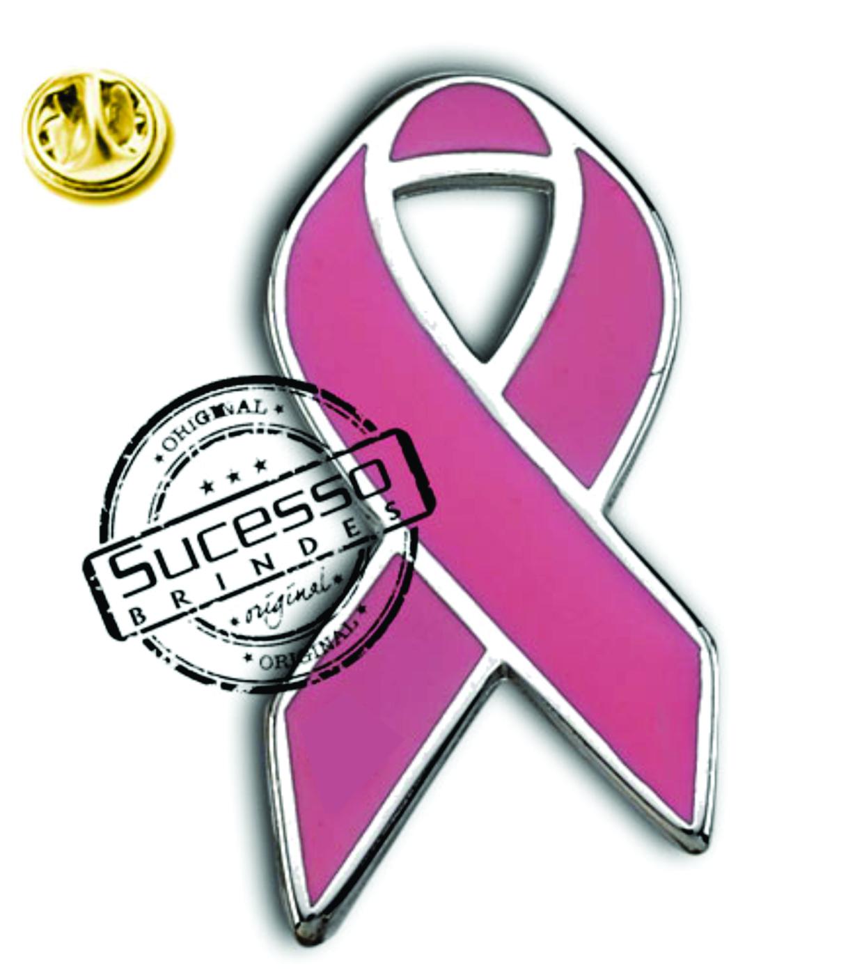 O broche com lacinho rosa faz muito sucesso em ações promocionais.