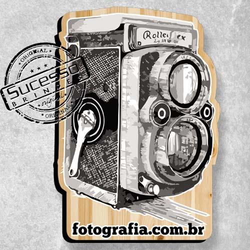 Placa personalizada no formato de máquina fotográfica.