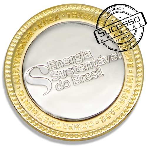 2598-pin-em-metal-personalizada-dourada-e-prateada-com-relevos-sucesso-brindes