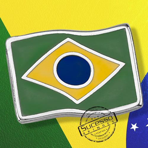 Pin bandeira do Brasil esmaltado com resina colorida.