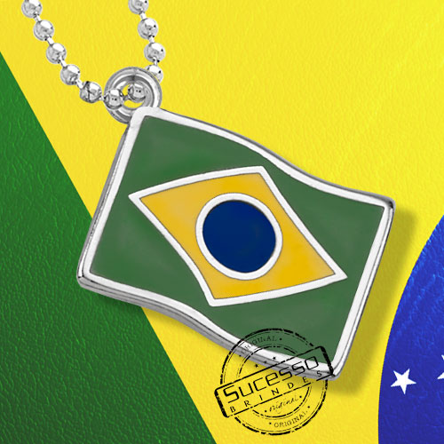 Pingente bandeira do Brasil esmaltado com resina colorida.