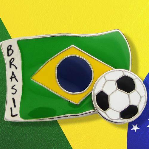 Pin metálico bandeira do Brasil e bola que gira.