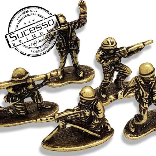 Mini estátuas de metal - bustos modelo Soldadinhos de Chumbo com acabamento Ouro Velho.
