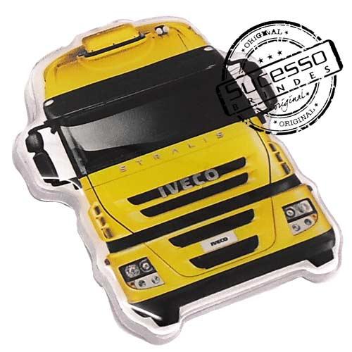 Ímã de Geladeira de Acrílico com impressão UV no formato de caminhão.
