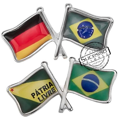 ímã ou magneto personalizado, fabricado em metal com relevos e etiqueta resinada, modelo bandeirinhas.