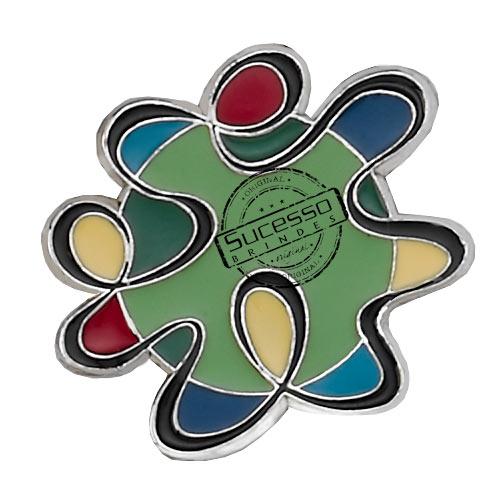 ímã ou magneto personalizado, fabricado em metal com relevos e resina colorida, modelo Hopi Hari.