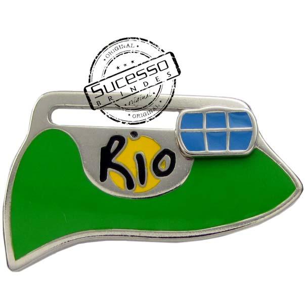 ímã ou magneto personalizado, fabricado em metal com relevos e resina colorida, modelo Pão de Açúcar, Rj.
